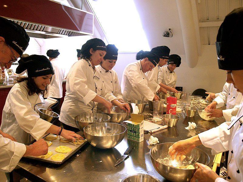 Scuola di cucina benvenuto agli allievi del corso di cuoco