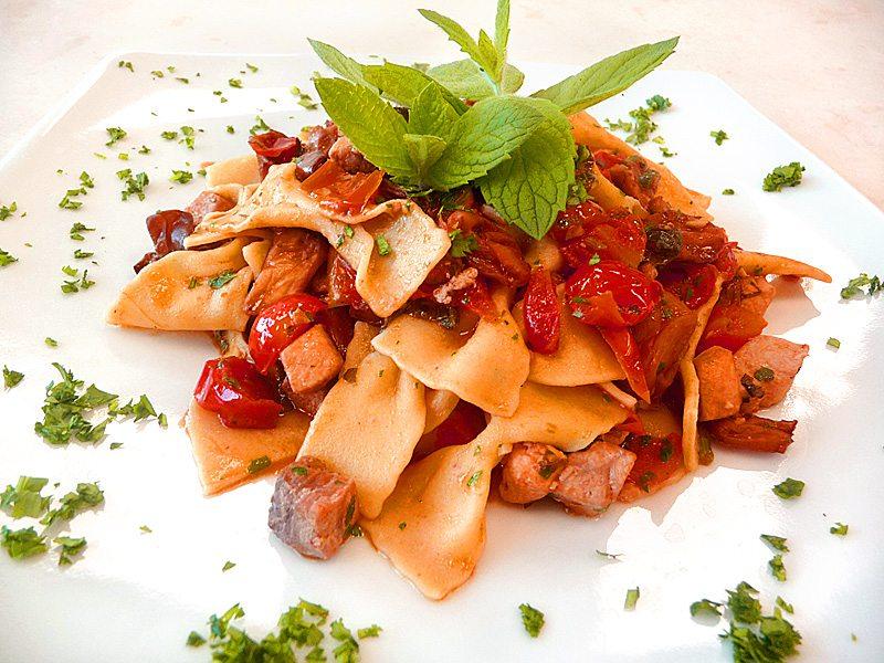 Corso cucina maltagliati con pesce spada e melanzane for Enoteca con cucina di pesce milano