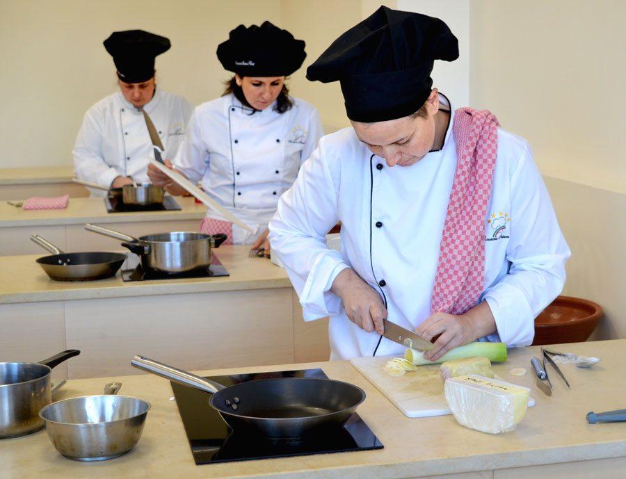 Scuola di cucina corsi con diploma esame 14 gennaio - Scuola cucina bologna ...
