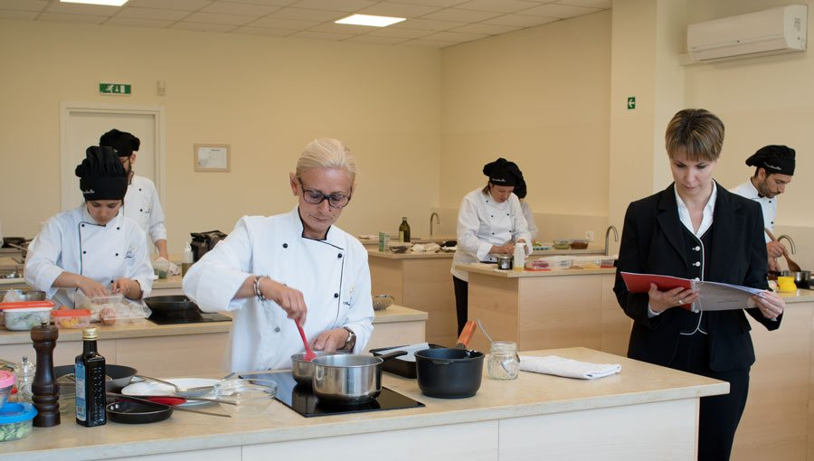 Scuola di cucina diplomati corsi di pizzaiolo corsi di - Scuola cucina bologna ...