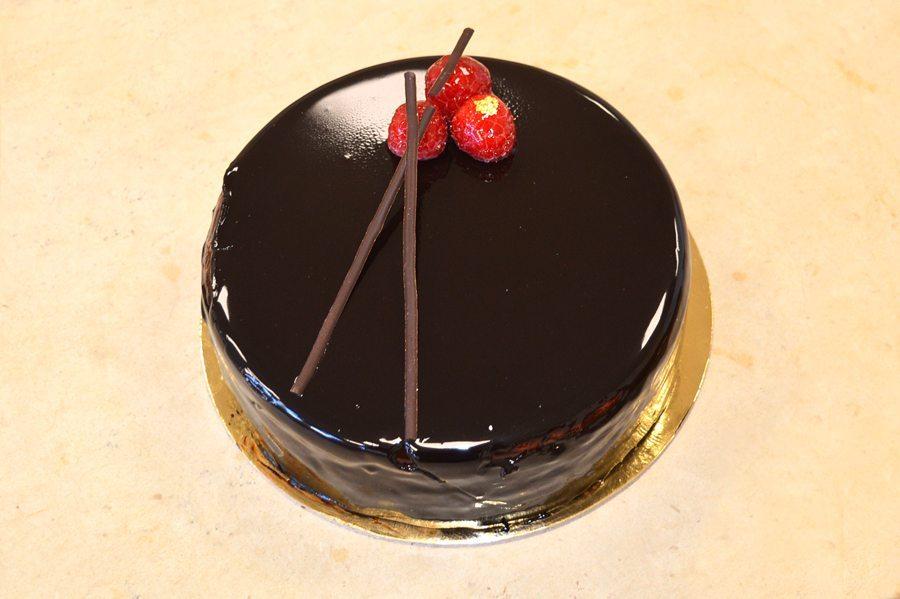Ricetta Torta Al Cioccolato Glassata.Torta Con Glassa Di Cioccolato E Lamponi Corso Di Pasticcere